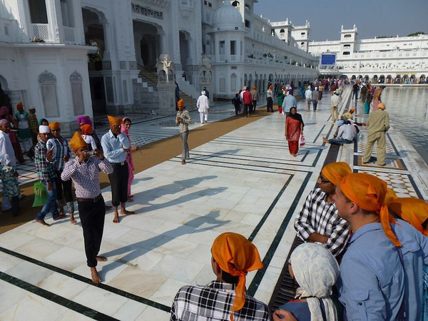 golden temple tourists amristar india
